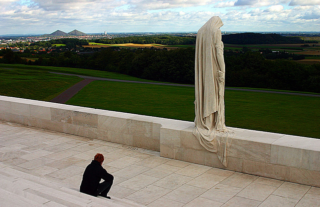 Vimy Ridge: the Canada Mourns Statue