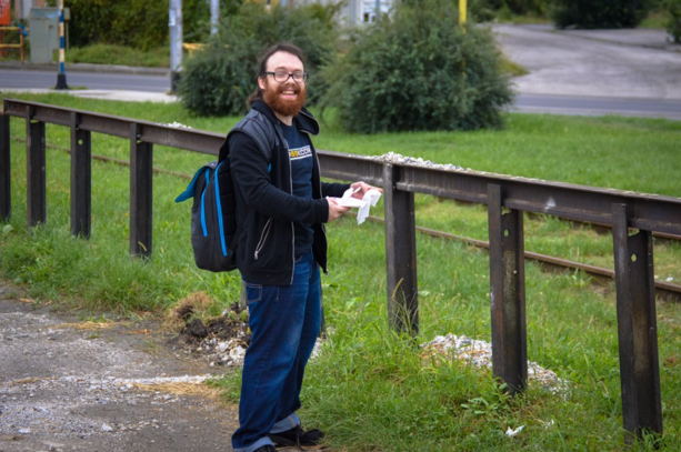 weev does not wish to illegally transport dog shit across international borders